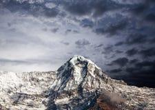 Горный пик в ряде Annapurna южном, Непале Гималаях Стоковые Фотографии RF