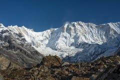 Горный пик в утре, ABC Annapurna i, Pokhara, Непал Стоковые Фотографии RF