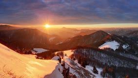 Горный пик на зиме - Словакия природы, панорама Стоковые Изображения RF