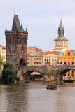 городок башни prague моста старый Стоковые Фотографии RF