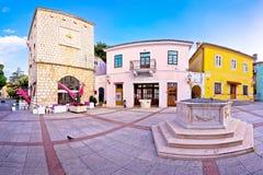Городок взгляда исторической главной площади Krk панорамного Стоковое Фото
