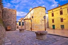 Городок взгляда квадрата ston Krk исторического стоковое фото rf