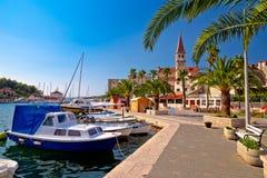 Городок взгляда портового района и Марины Milna Стоковое Фото