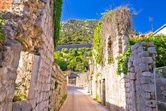 Городок взгляда руин улицы Ston старого исторического стоковое фото rf