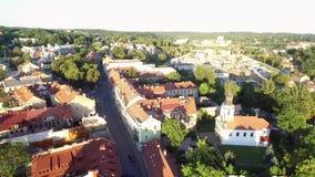 Городок Вильнюса старый с республикой Uzupis в предпосылке Свет захода солнца, Uzupis Анджел Литва акции видеоматериалы