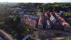 Городок Вильнюса старый с республикой Uzupis в предпосылке Свет захода солнца Литва сток-видео