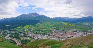 Городок графства Qilian стоковые фотографии rf
