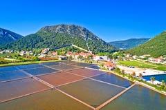 Городок залива и соли Ston fields вид с воздуха стоковые изображения rf