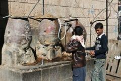 городок Иемен sanaa фонтанов старый общественный Стоковое Изображение