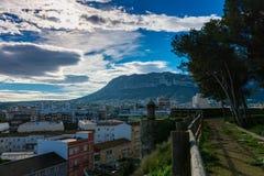 Городок и гора от замка стоковая фотография rf