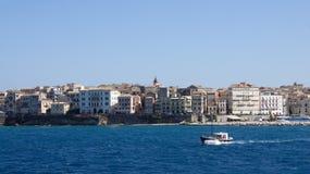 Городок Корфу от Ionian моря в Греции Стоковые Фотографии RF