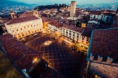 Городок на заходе солнца - аркада Vecchia Бергама Alta старый стоковое фото