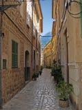 городок переулка узкий старый Стоковые Фотографии RF