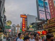 Городок фарфора Бангкока во времени вечера с туристским посещением к городку фарфора стоковые изображения
