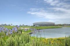 городок футбольного стадиона плащи-накидк стоковое фото rf