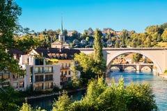 Городок Bern старый с рекой на Швейцарии Стоковые Фото