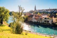 Городок Bern старый с рекой на Швейцарии Стоковые Изображения