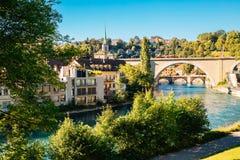 Городок Bern старый с рекой на Швейцарии Стоковое Изображение RF