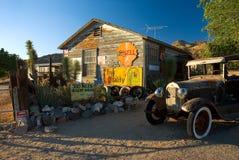 городок hackberry привидения автомобиля старый стоковое фото