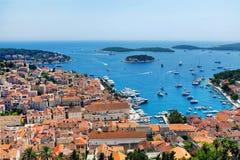 Городок Hvar при гавань осмотренная от испанской крепости стоковое фото rf