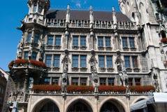 городок munich marienplatz залы Стоковые Изображения