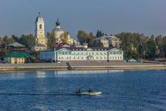 Городок Myshkin на Реке Волга, России стоковая фотография rf