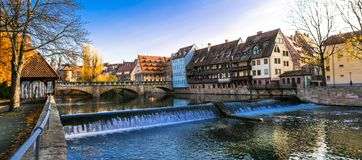 Городок Nurnberg старый в цветах осени Ориентиры серий Германии стоковые фото