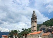 Городок Perast башни церков St Nicholas Стоковые Изображения