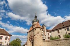 Городок Wurzburg, Германия Крепость Marienberg, детали красивейшее небо облаков стоковые фотографии rf