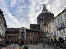 Городская площадь в Павии, Италии стоковое фото