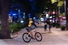 Городские велосипеды транспорта - серебряный велосипед Стоковые Фотографии RF