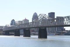 Городское Луисвилл, горизонт Кентукки стоковые изображения