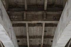 Городское темное - серая конкретная предпосылка стоковые фото