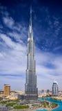 Городской взгляд Дубай с Burj Khalifa и Стоковое Изображение RF