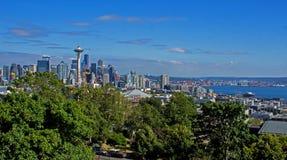 Городской горизонт Сиэтл с гаванью в штате Вашингтоне США Стоковые Изображения
