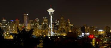 городской горизонт seattle панорамы вечера Стоковое фото RF