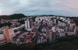 Городской ландшафт вечера от высокой точки Стоковые Фотографии RF