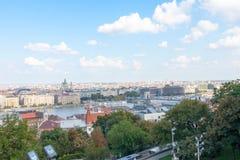 Городской пейзаж бастиона рыболова церков города взгляда Будапешта Венгрии городской стоковое изображение rf