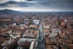 Городской пейзаж болонья увиденный от башни ` s мира самой высокорослой средневековой Стоковая Фотография
