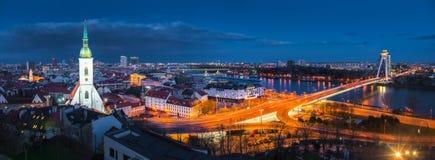 Городской пейзаж Братиславы на ноче Стоковое фото RF