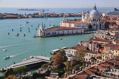 Городской пейзаж Венеции, Италии, от башни с часами Сан Marco стоковое изображение