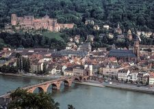 Городской пейзаж Гейдельберга с взглядами замка и Рекы Neckar Гейдельберга Стоковые Фотографии RF