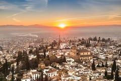 Городской пейзаж Гранады заходом солнца стоковое фото