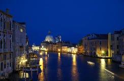 Городской пейзаж грандиозного канала в вечере в Венеции Стоковое Изображение RF