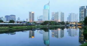 Городской пейзаж Джакарты с отражением небоскребов сток-видео