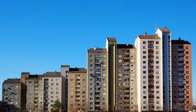 Городской пейзаж жилого квартала Новы Gorica в Словении, модернистском городе, примере социалистической архитектуры Стоковые Изображения
