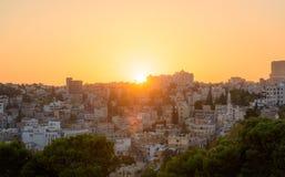 Городской пейзаж захода солнца Аммана Джордана Ближний Востока стоковая фотография rf