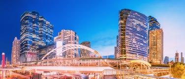 Городской пейзаж зоны предпринемательства Sathon-Silom в Бангкоке, Таиланде стоковые фотографии rf