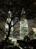 Городской пейзаж Куала Лумпур с Твин-Тауэрс на ноче Стоковые Фото