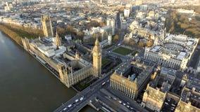 Городской пейзаж Лондона воздушный с ориентир ориентирами Темзой, башней с часами большого Бен Стоковые Фото
